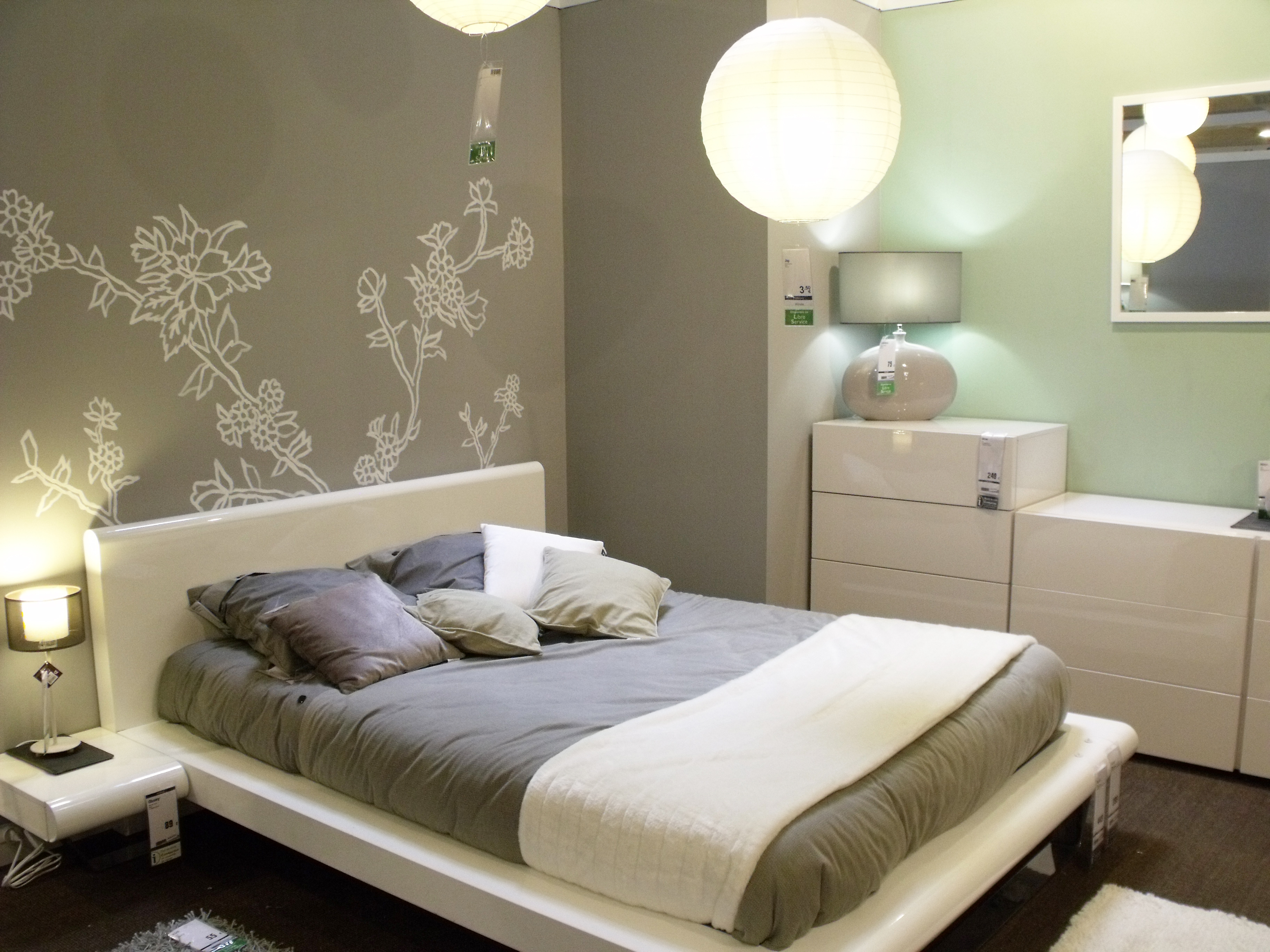 Маленькая спальня серая