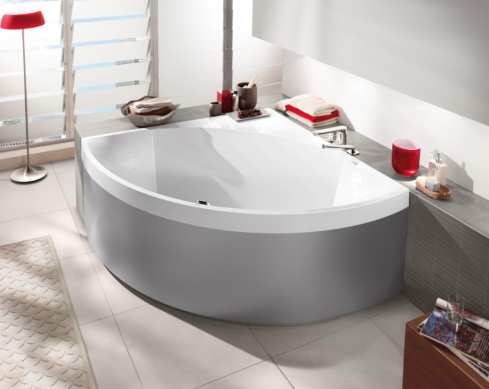 Угловая ванна серая