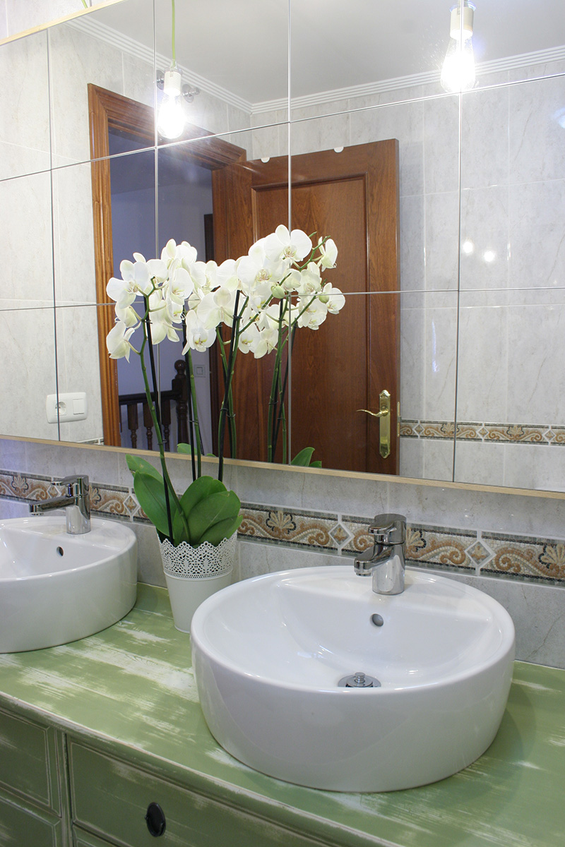 Зеркало в ванную комнату в стиле шебби шик