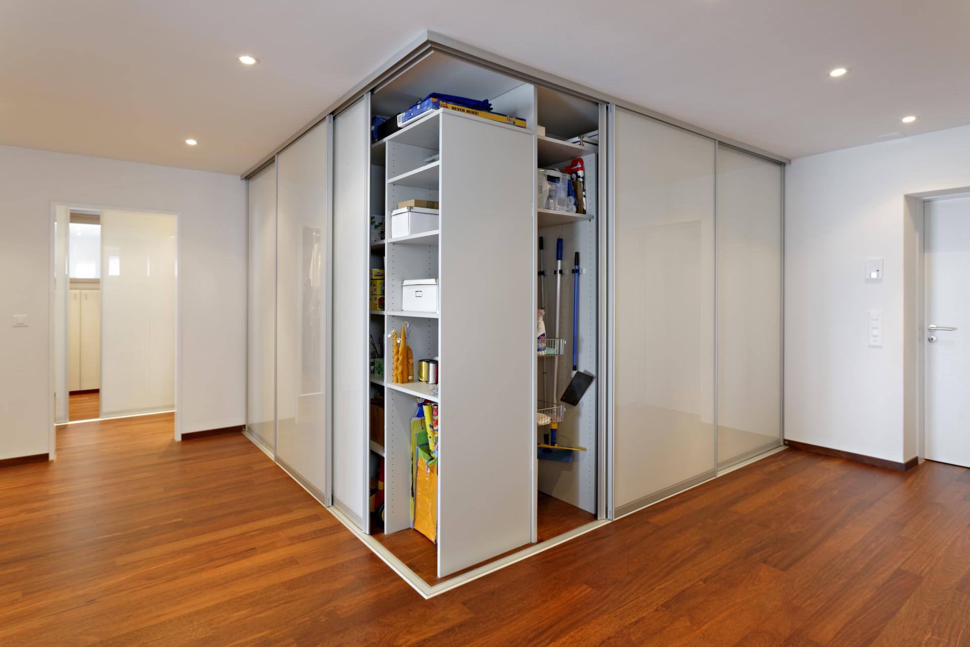 Интерьер квартиры студии со шкафом