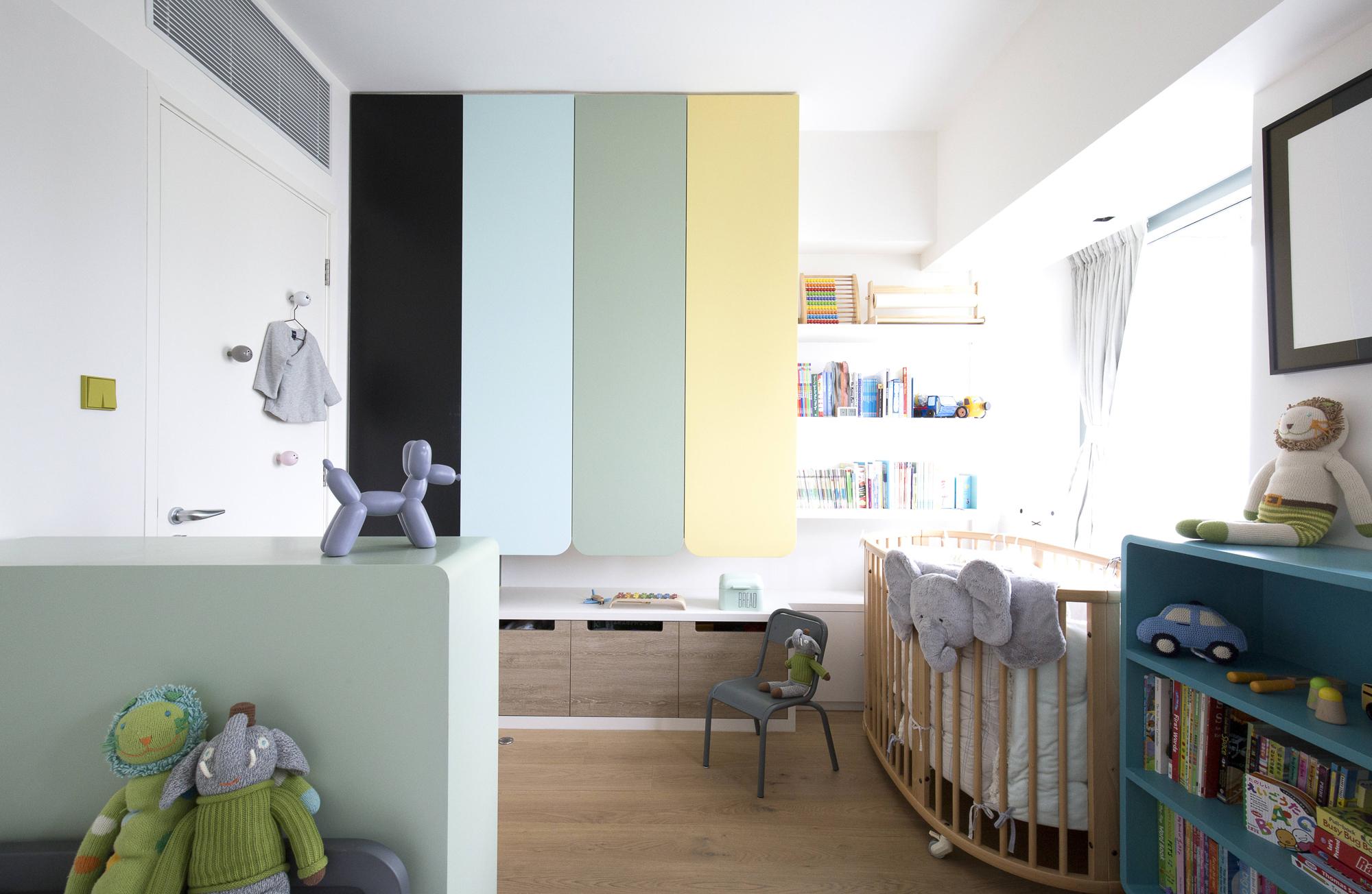 Детская в однокомнатной квартире со шкафами