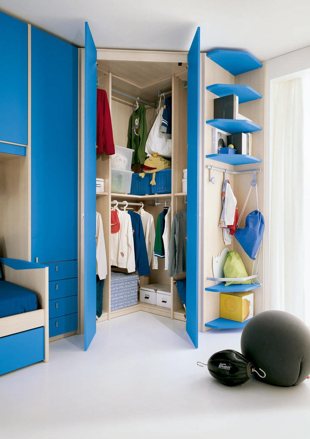 Шкаф для детской комнаты мальчика