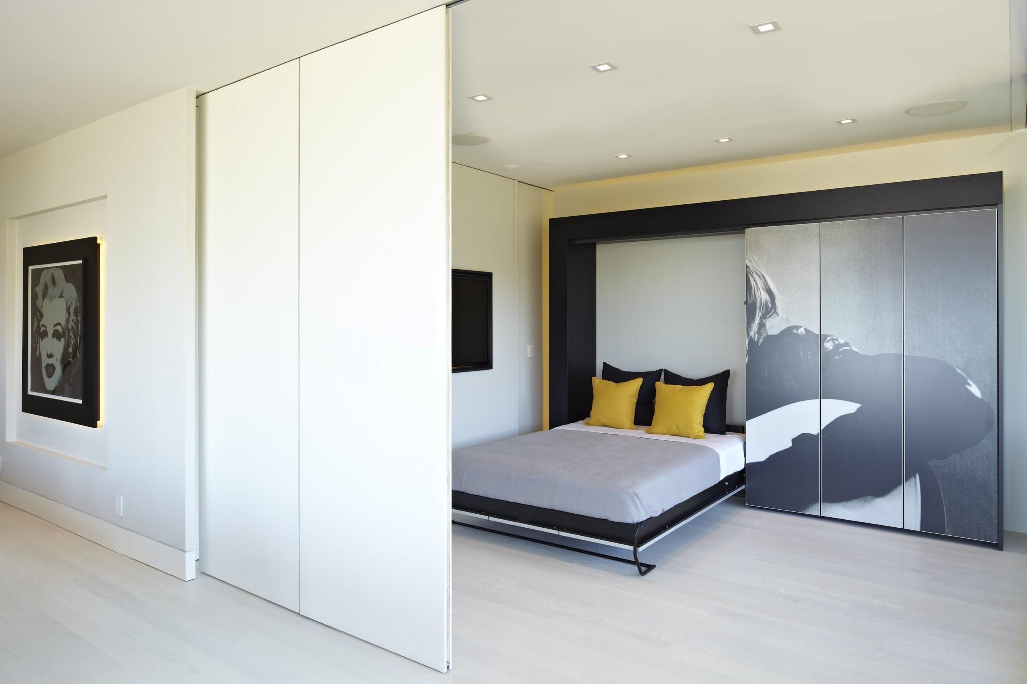 Спальня в однокомнатной квартире со складной кроватью