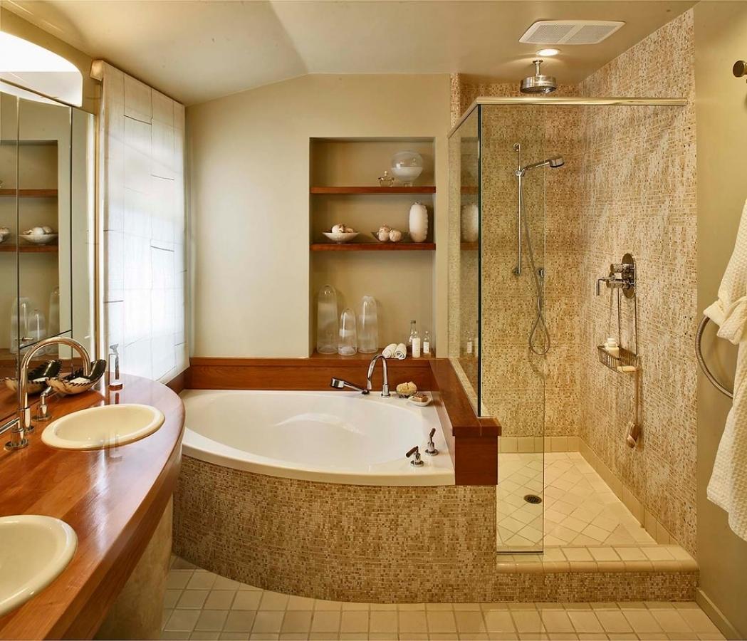 Угловая ванна со смесителем