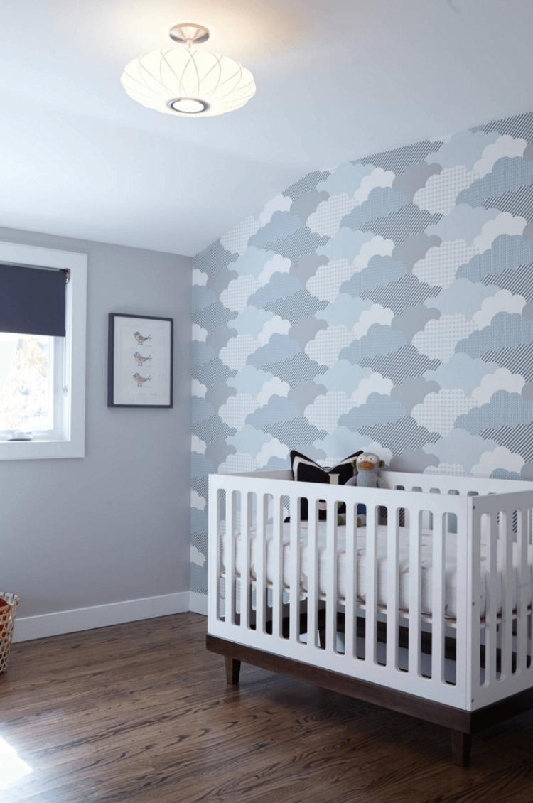 Детская комната для мальчика с декоративной стеной