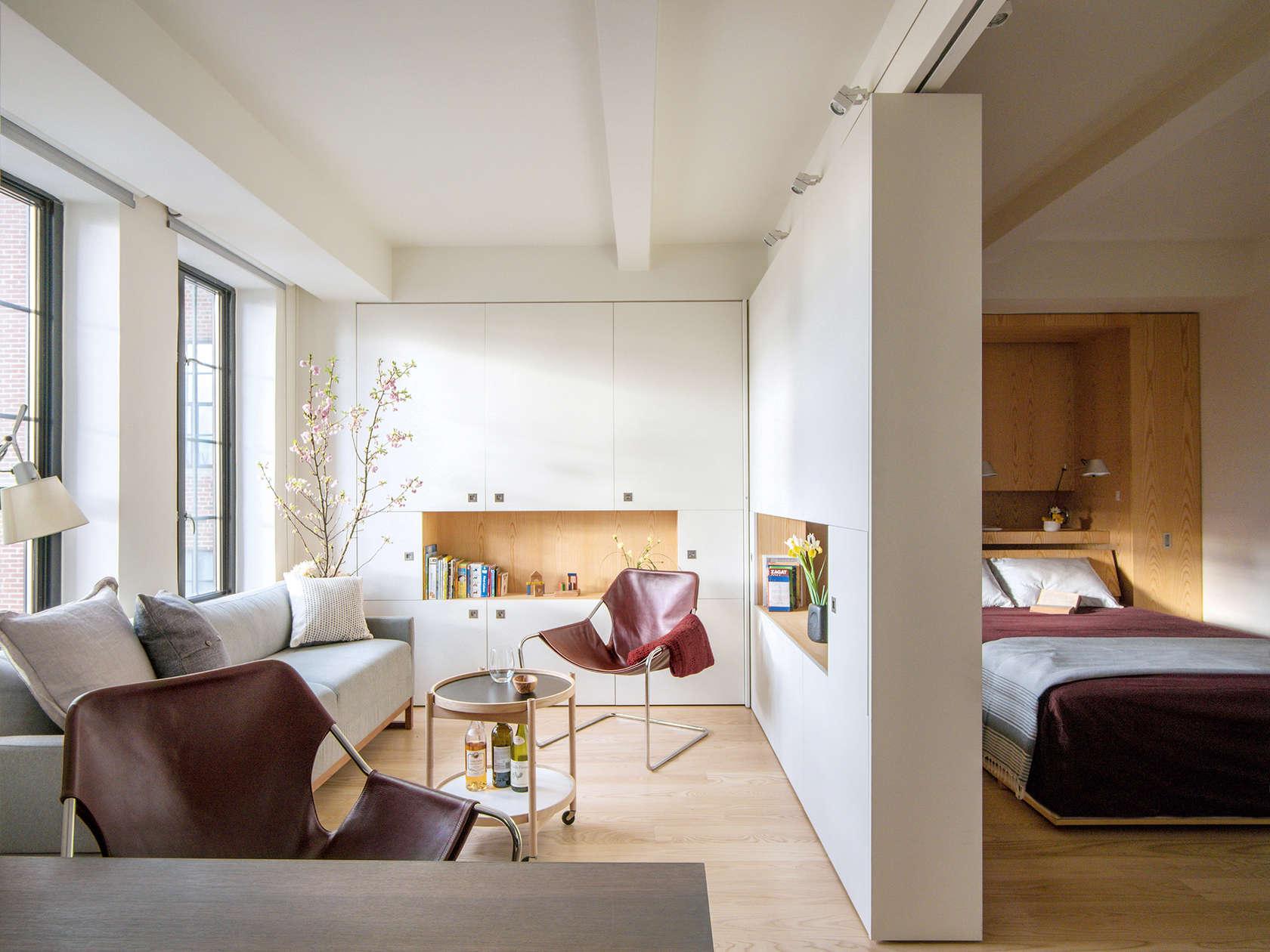 Спальня в однокомнатной квартире со стенкой перегородкой
