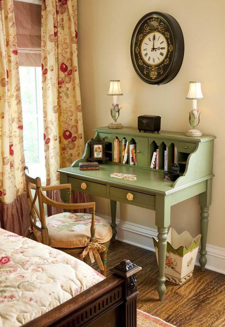 Детская комната в стиле прованс с письменным столом