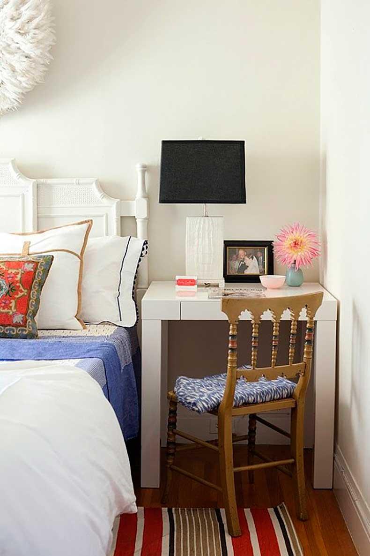 Маленькая спальня со столиком
