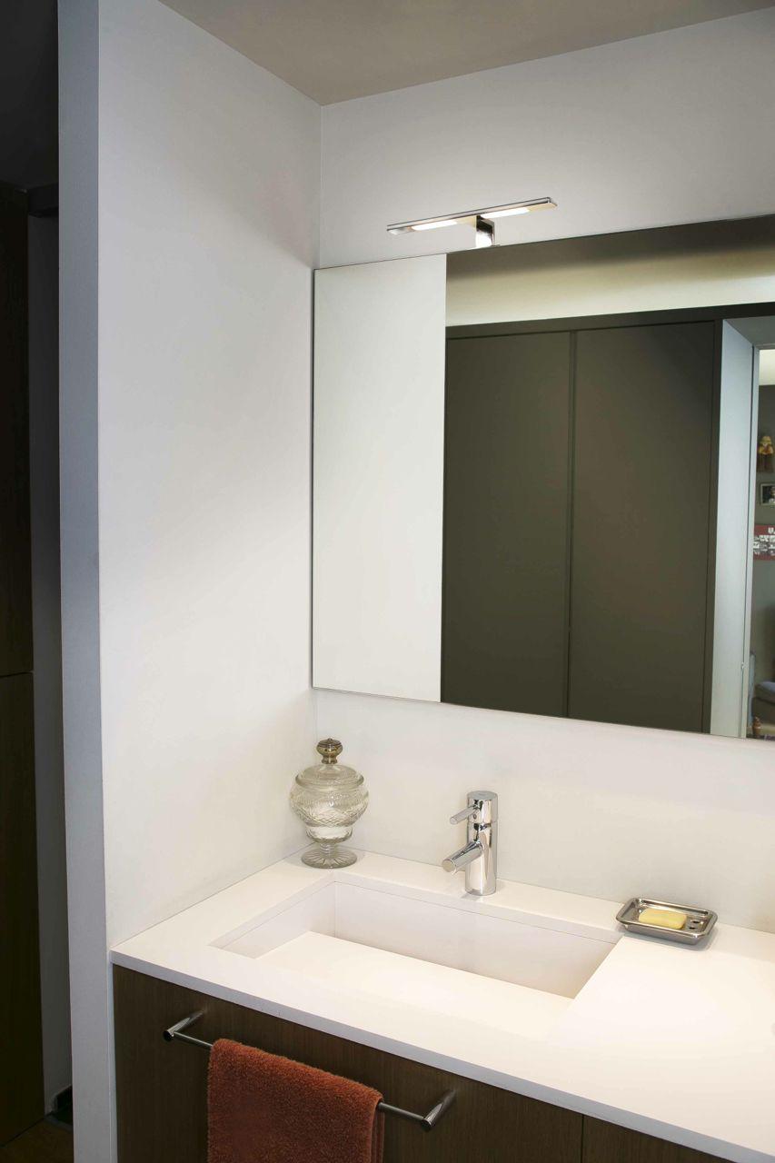 Зеркало в ванную комнату со светильником
