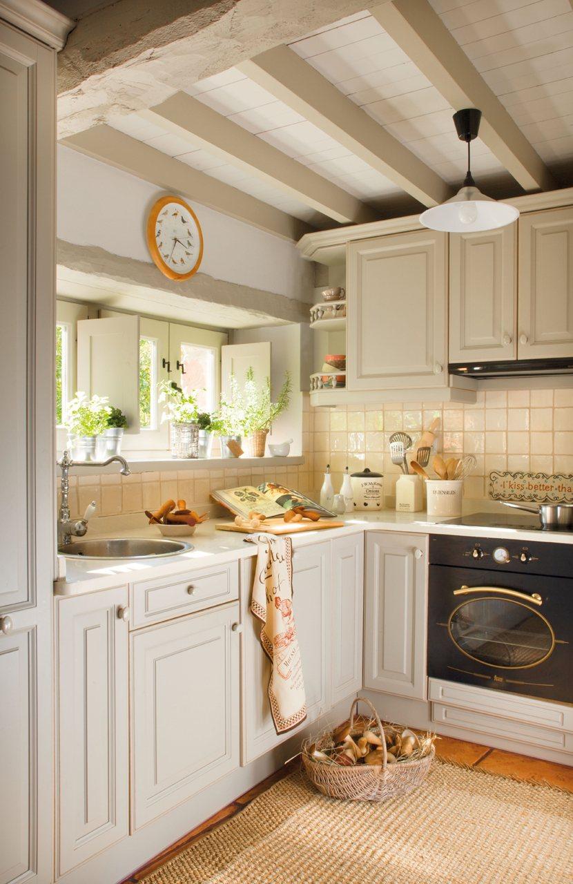Дизайн маленькой кухни светлой