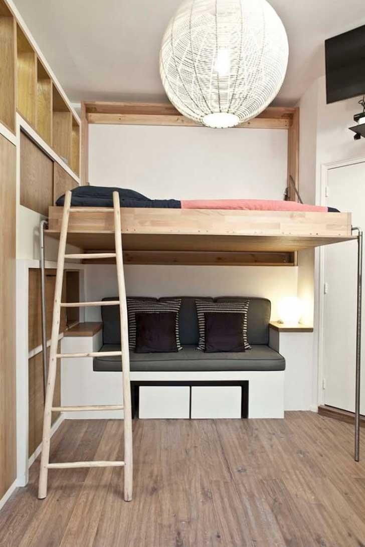 Маленькая спальня с кроватью трансформером