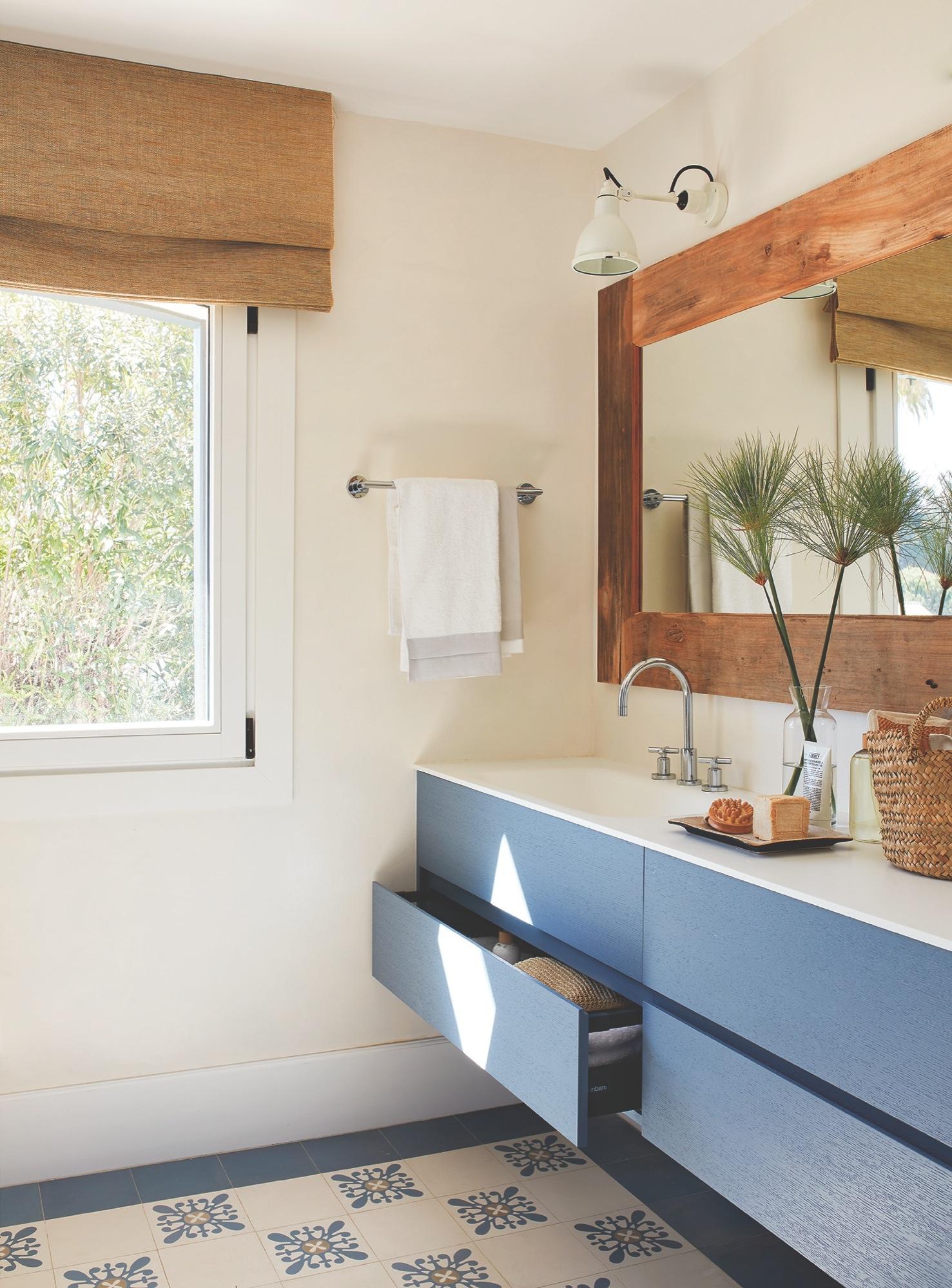 Маленькая ванная комната в тропическом стиле