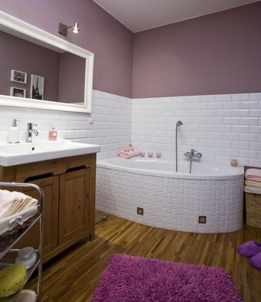 Совмещенная ванная комната с угловой ванной