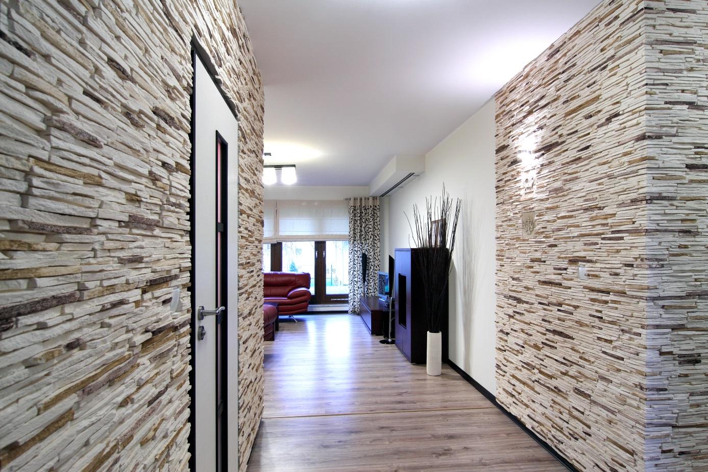 Декоративный камень в прихожей: эффектный дизайн входной зоны (57 фото)