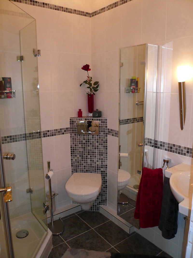Идеи дизайна маленькой ванной с угловым унитазом