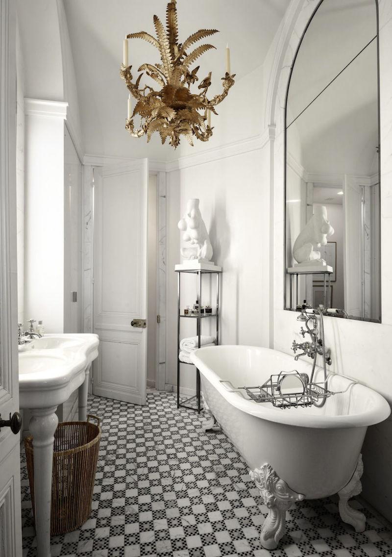 Черно-белая ванная узкая