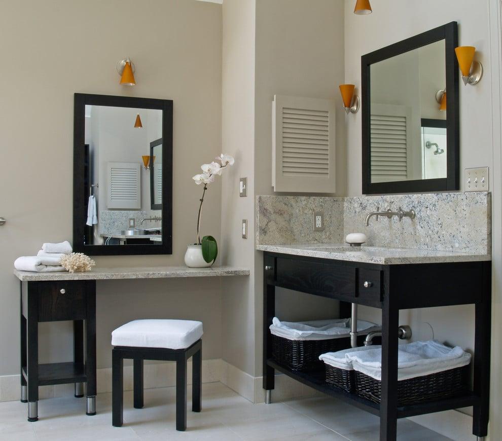 Черная ванная с мебелью венге