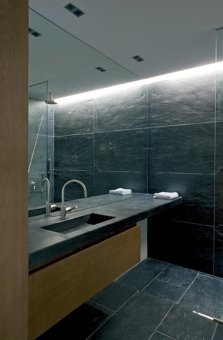Зеркало в ванную комнату на всю стену