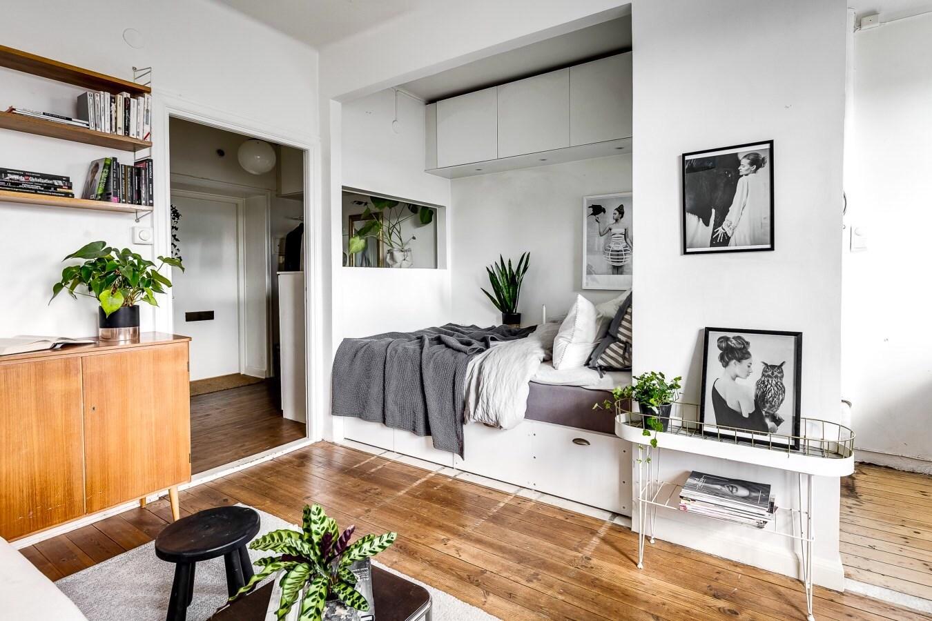 Спальня в однокомнатной квартире со встроенной кроватью