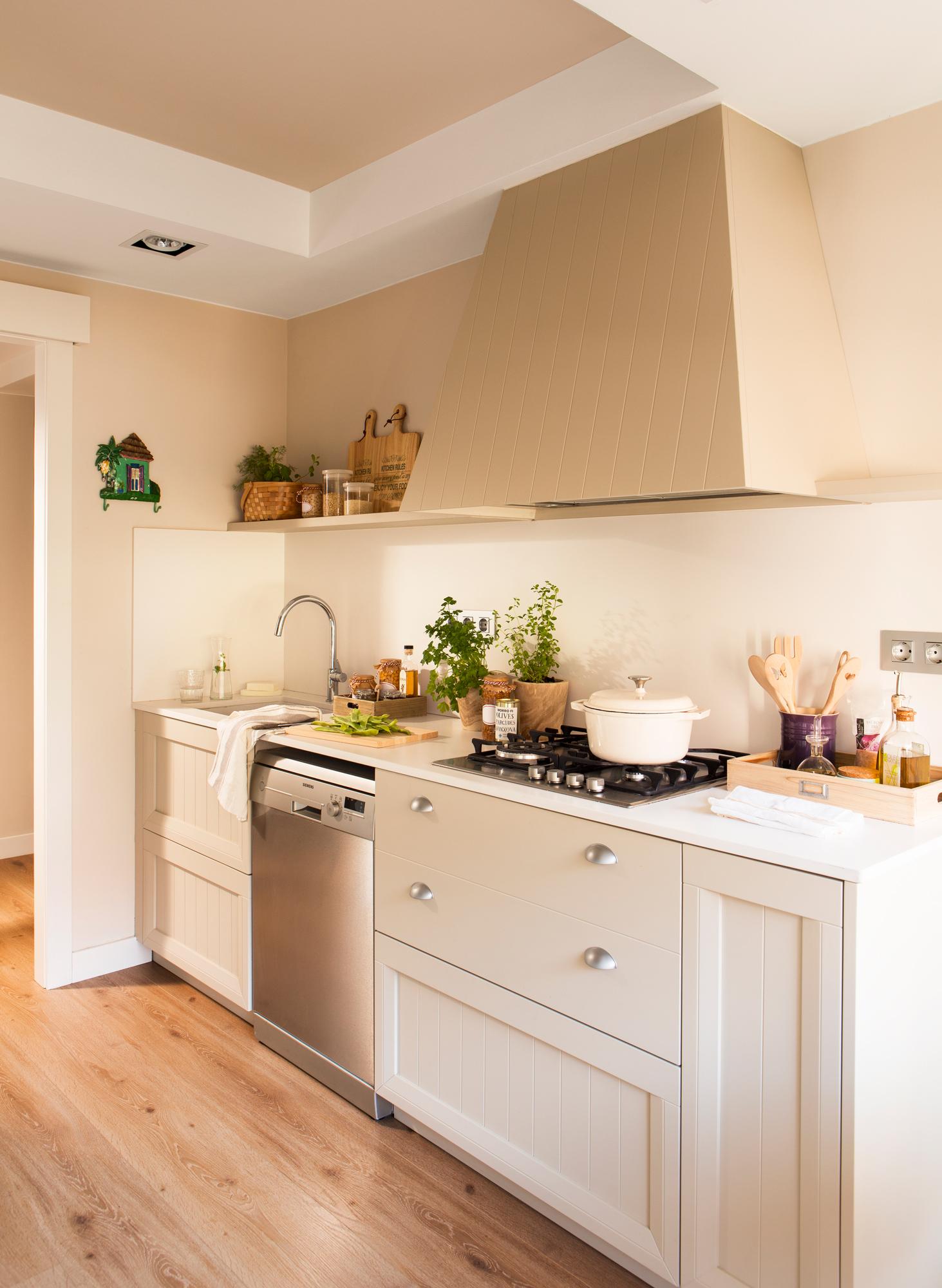 Дизайн маленькой кухни с вытяжкой