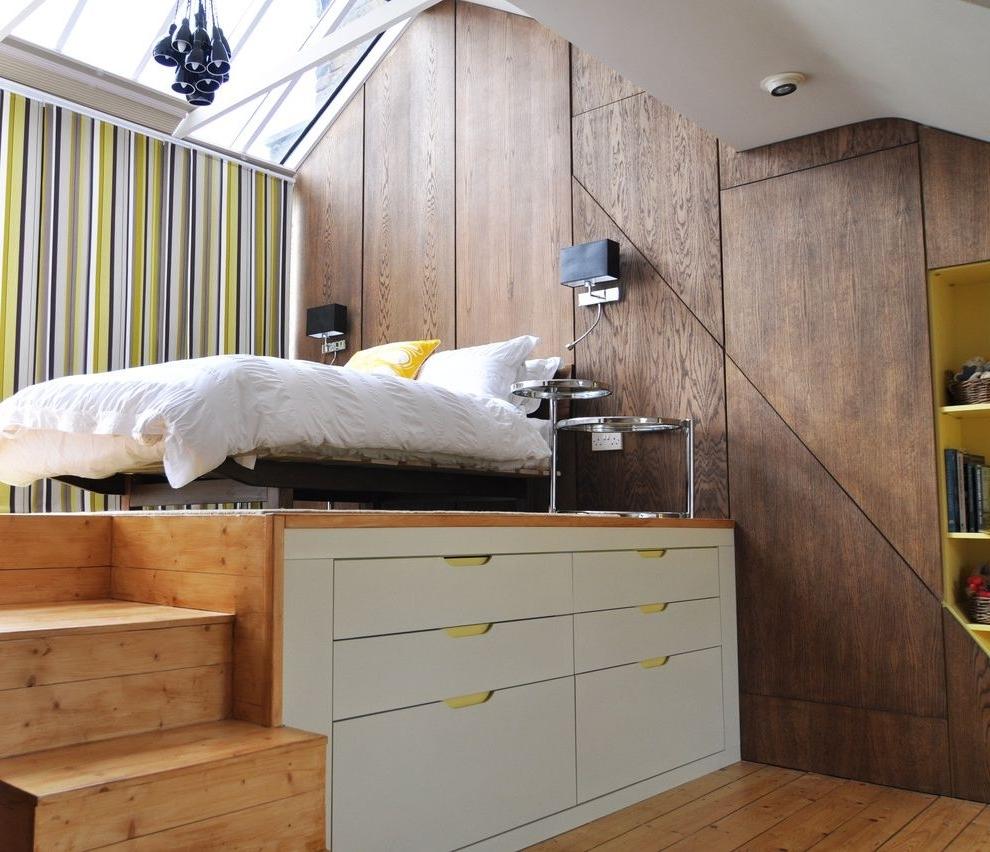 Спальня в однокомнатной квартире с местом хранения
