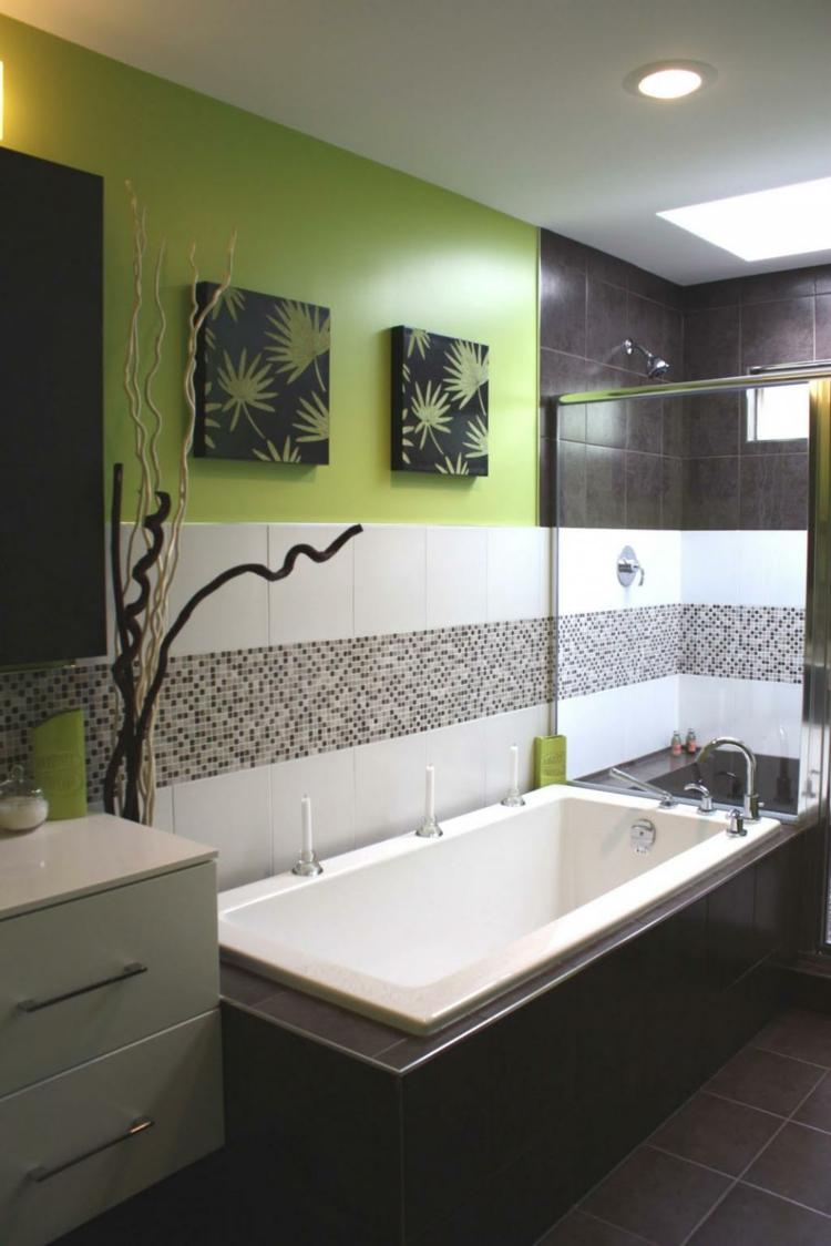 Бело-зеленая ванная в авангардном стиле