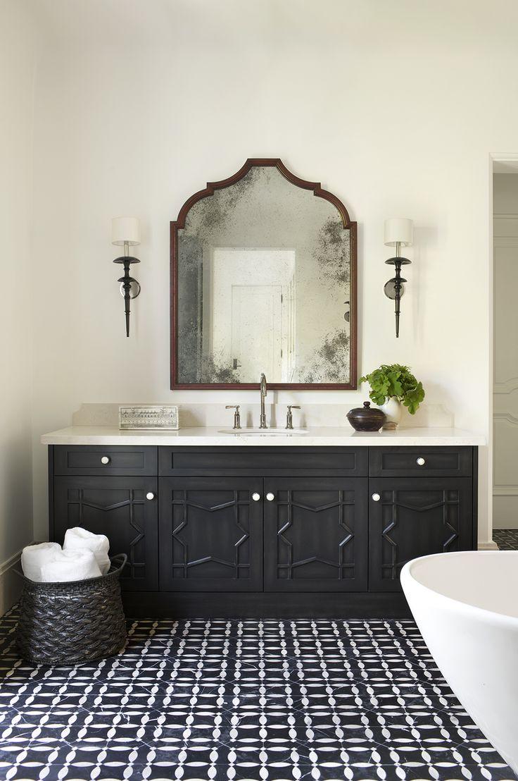 Черная ванная с зеркалом