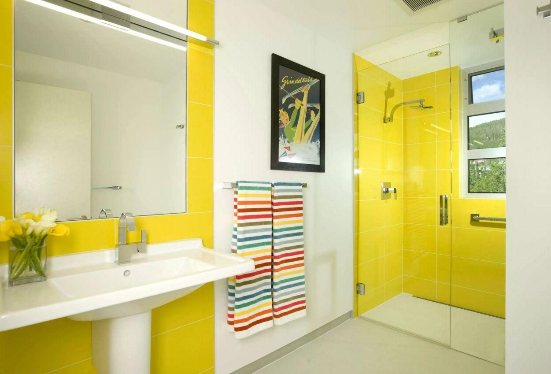 Интерьер ванной в желтом цвете
