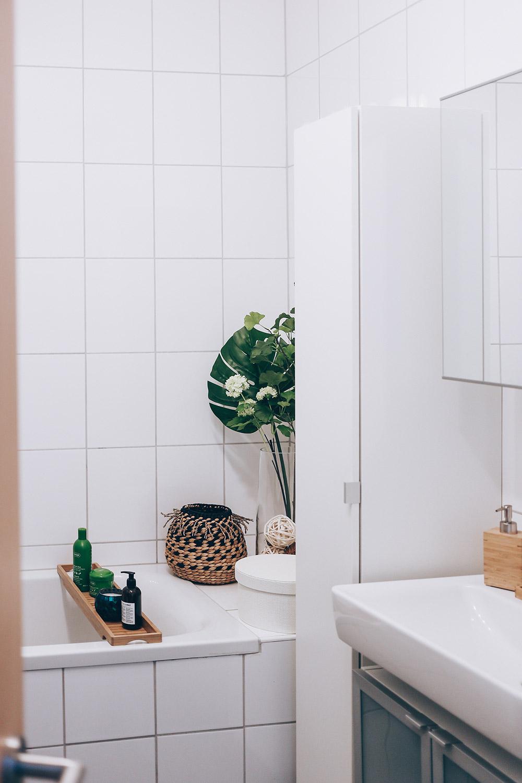 Ванная комната в современном стиле белая