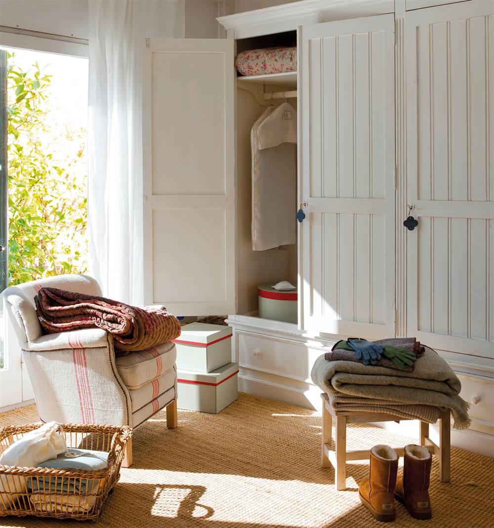 Шкаф в прихожую белый прованс