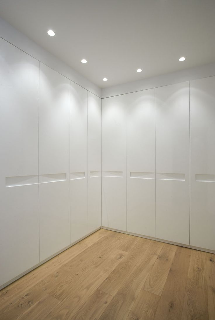 Шкаф в прихожую белый угловой