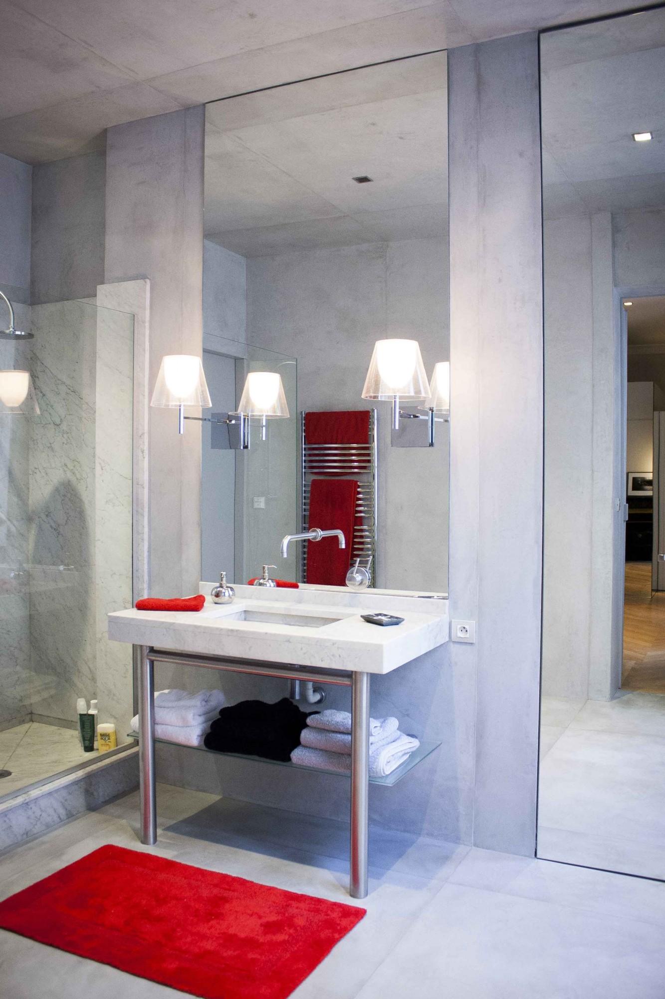 Ванная комната в современном стиле с бетонными стенами