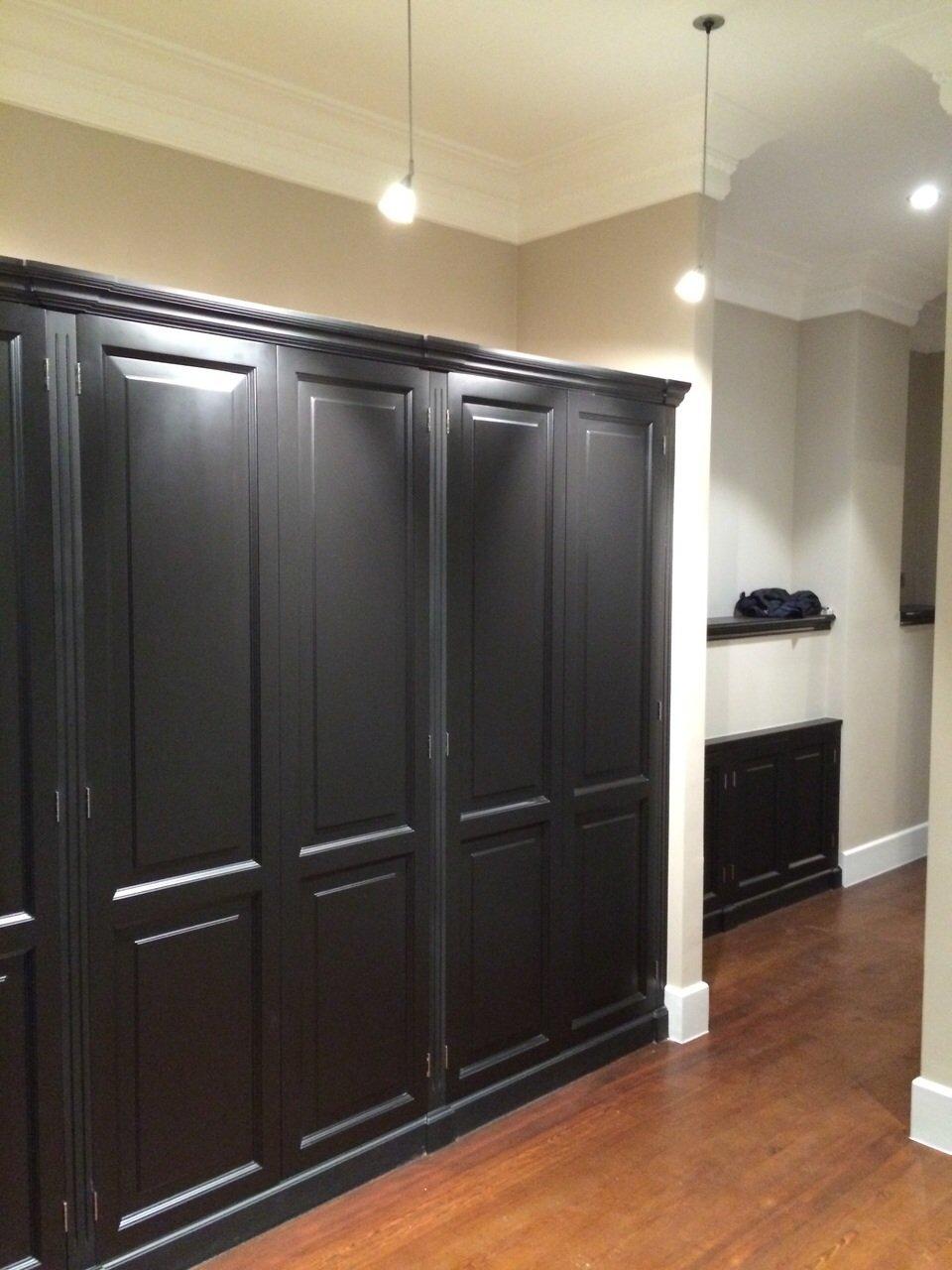 Шкаф в прихожую черный классический