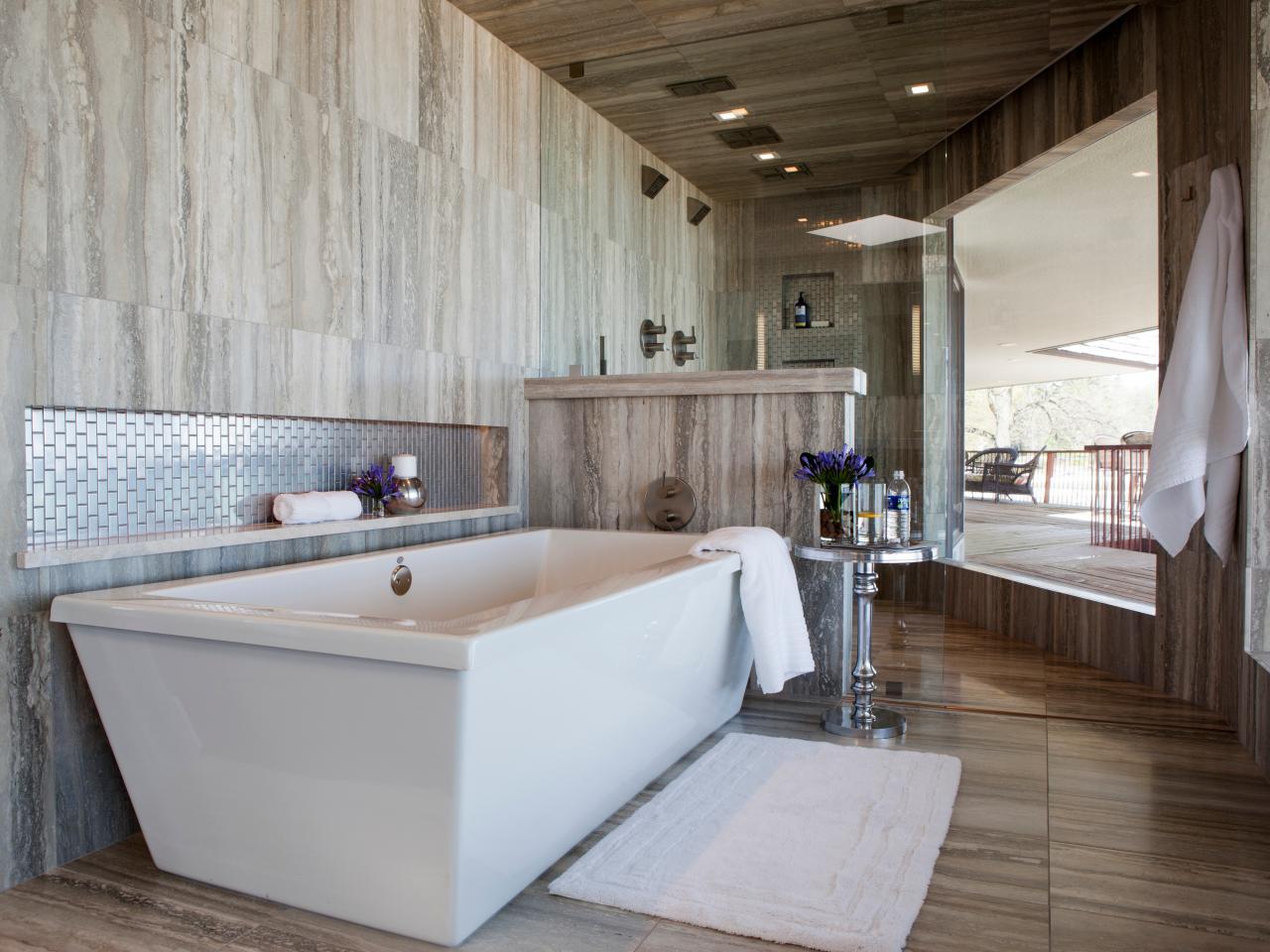 Ванная комната в современном стиле в доме