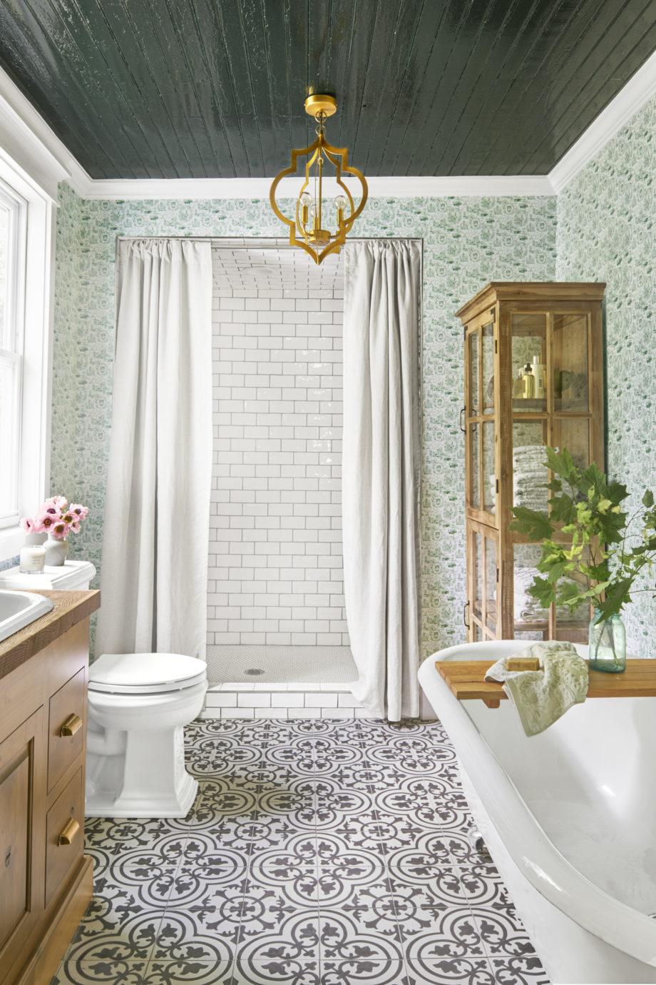 Ванная комната в современном стиле с душевой