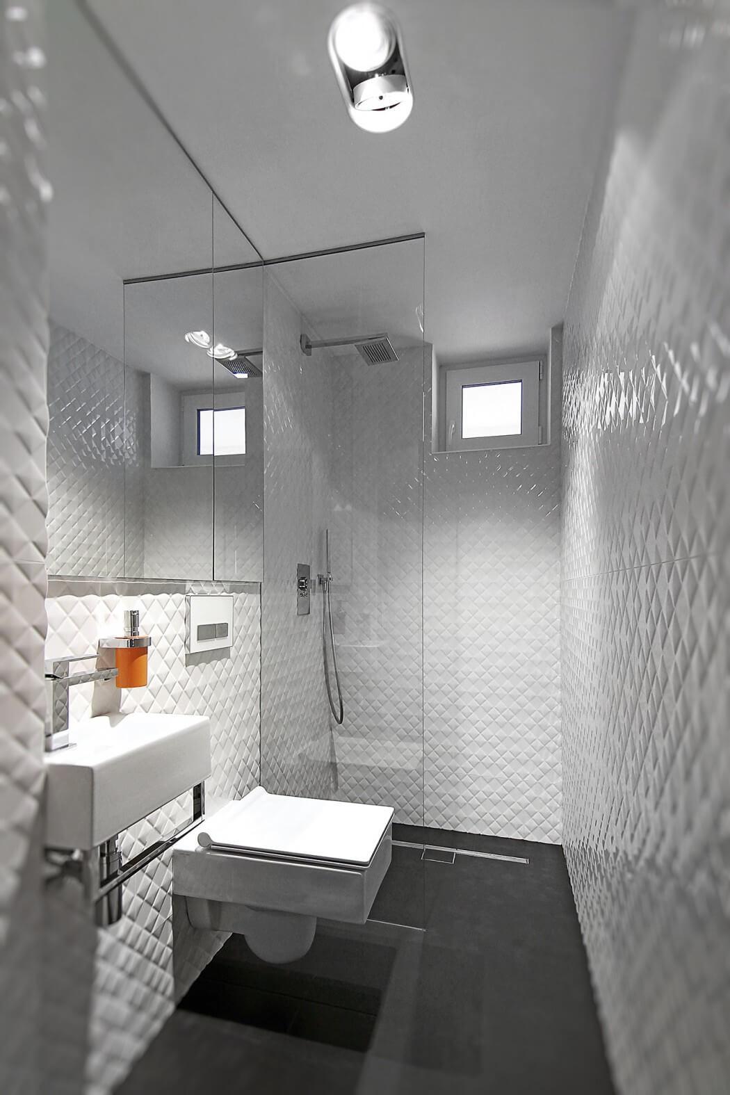 Ванная комната в современном стиле с фактурной плиткой
