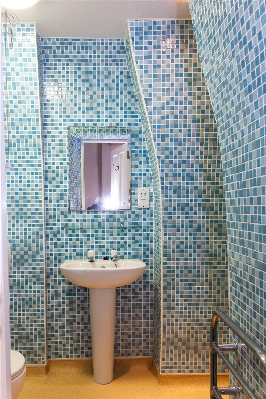 Ниша в ванной комнате фигурная