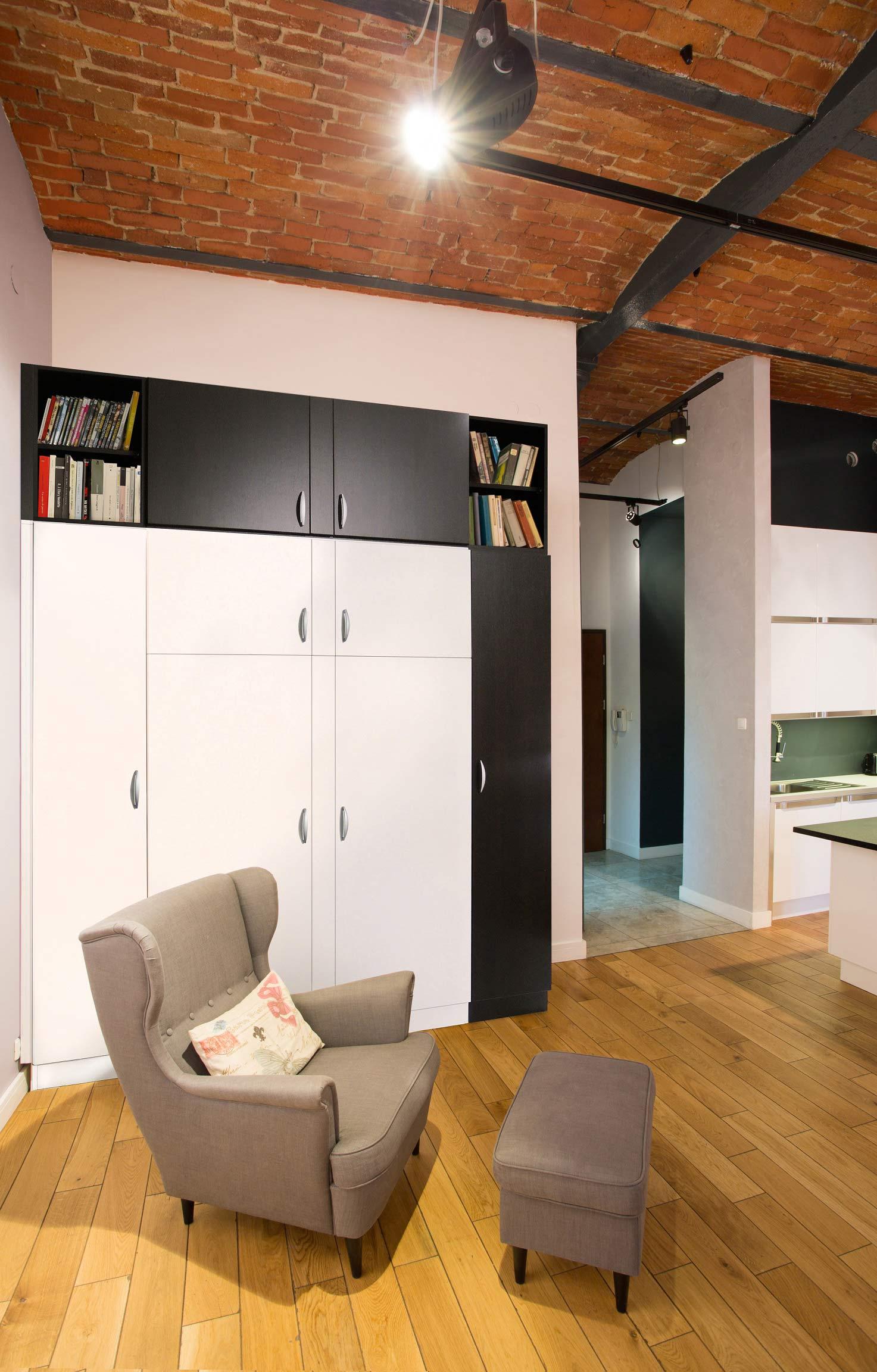 Ниша в комнате в индустриальном стиле