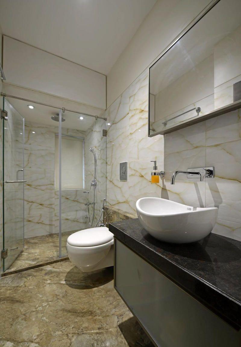 Ванная комната в современном стиле с каменной плиткой