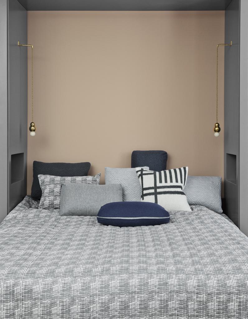 Ниша в комнате с кроватью