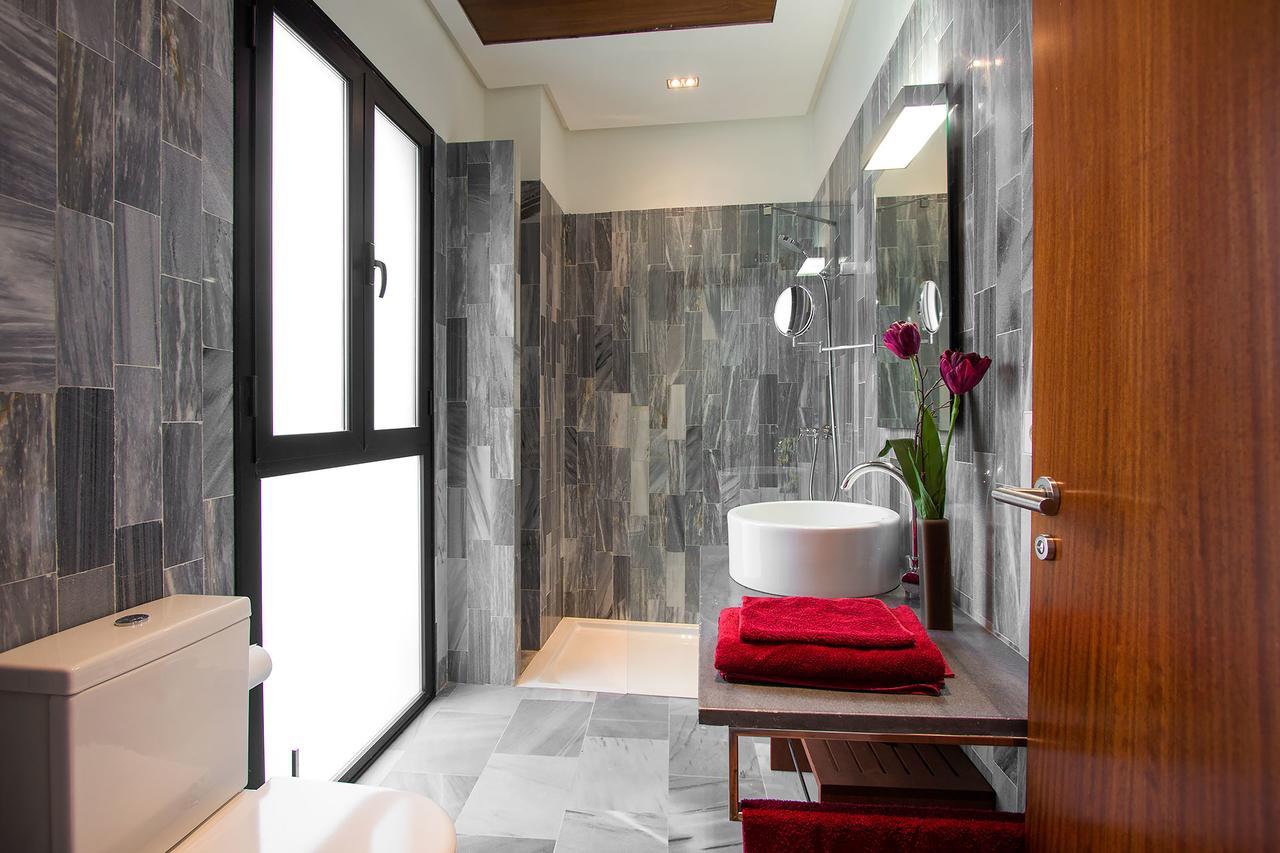 Ванная комната в современном стиле в интерьере квартиры