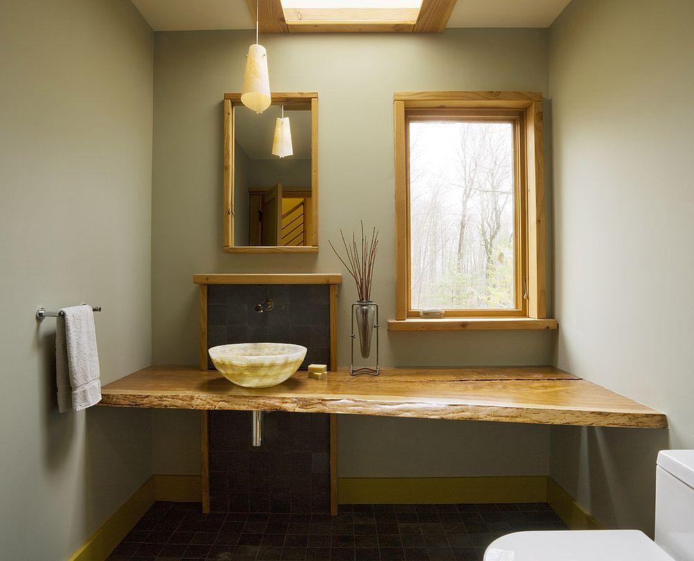Ванная комната в современном стиле с мебелью из массива