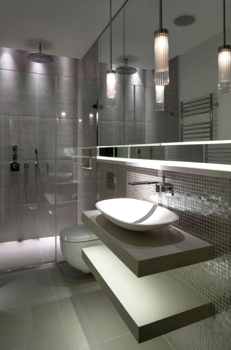 Ванная комната в современном стиле с мозаикой на стене