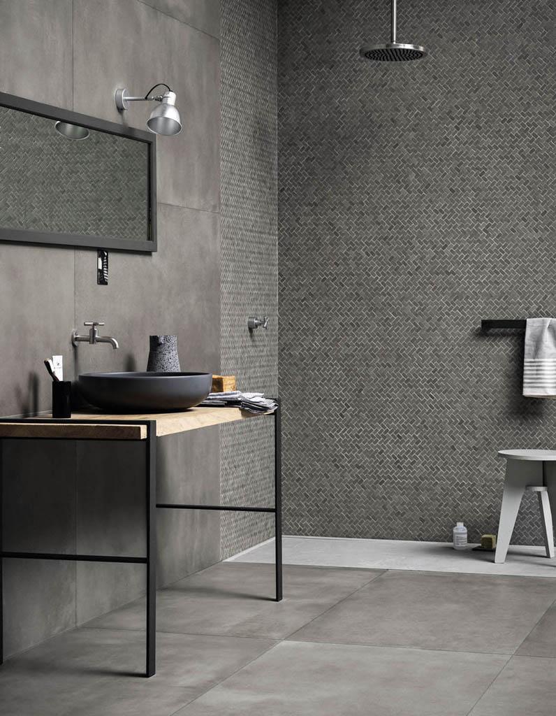 Ванная комната в современном стиле с мозаикой