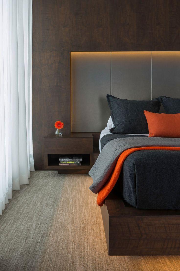 Ниша с мягкими панелями в спальне
