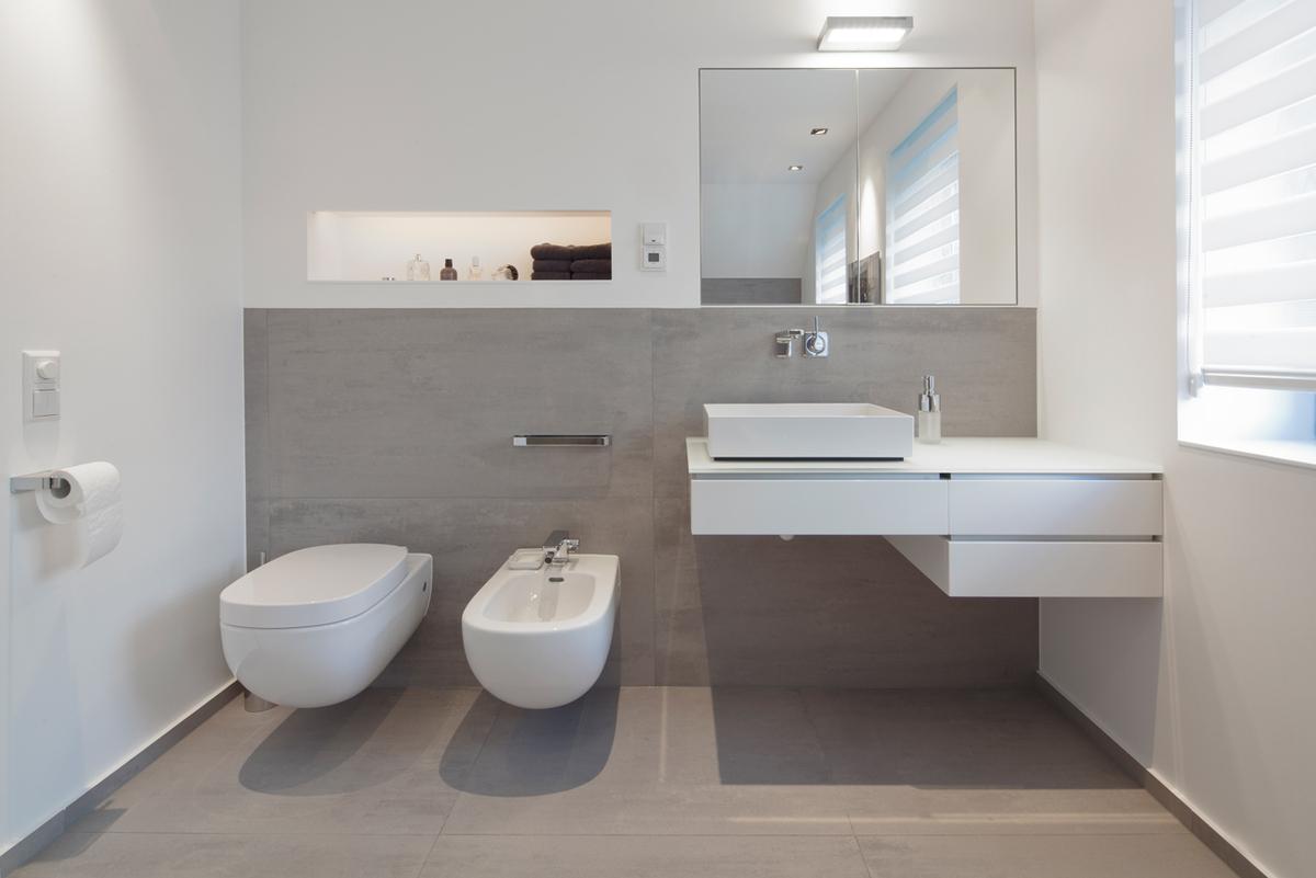 Ванная комната в современном стиле серая