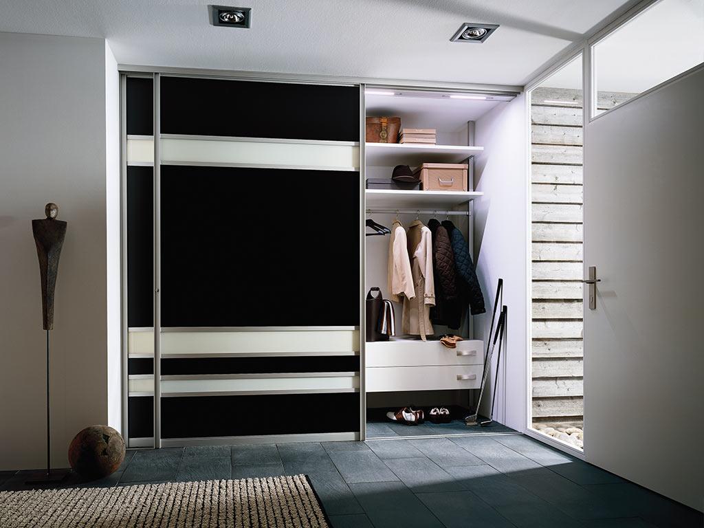 Шкаф в прихожую черный