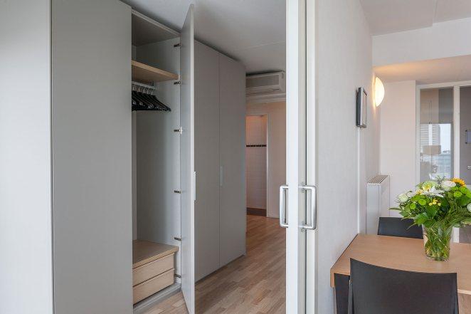 Шкаф в прихожую – максимум комфорта на минимальной площади (123 фото)