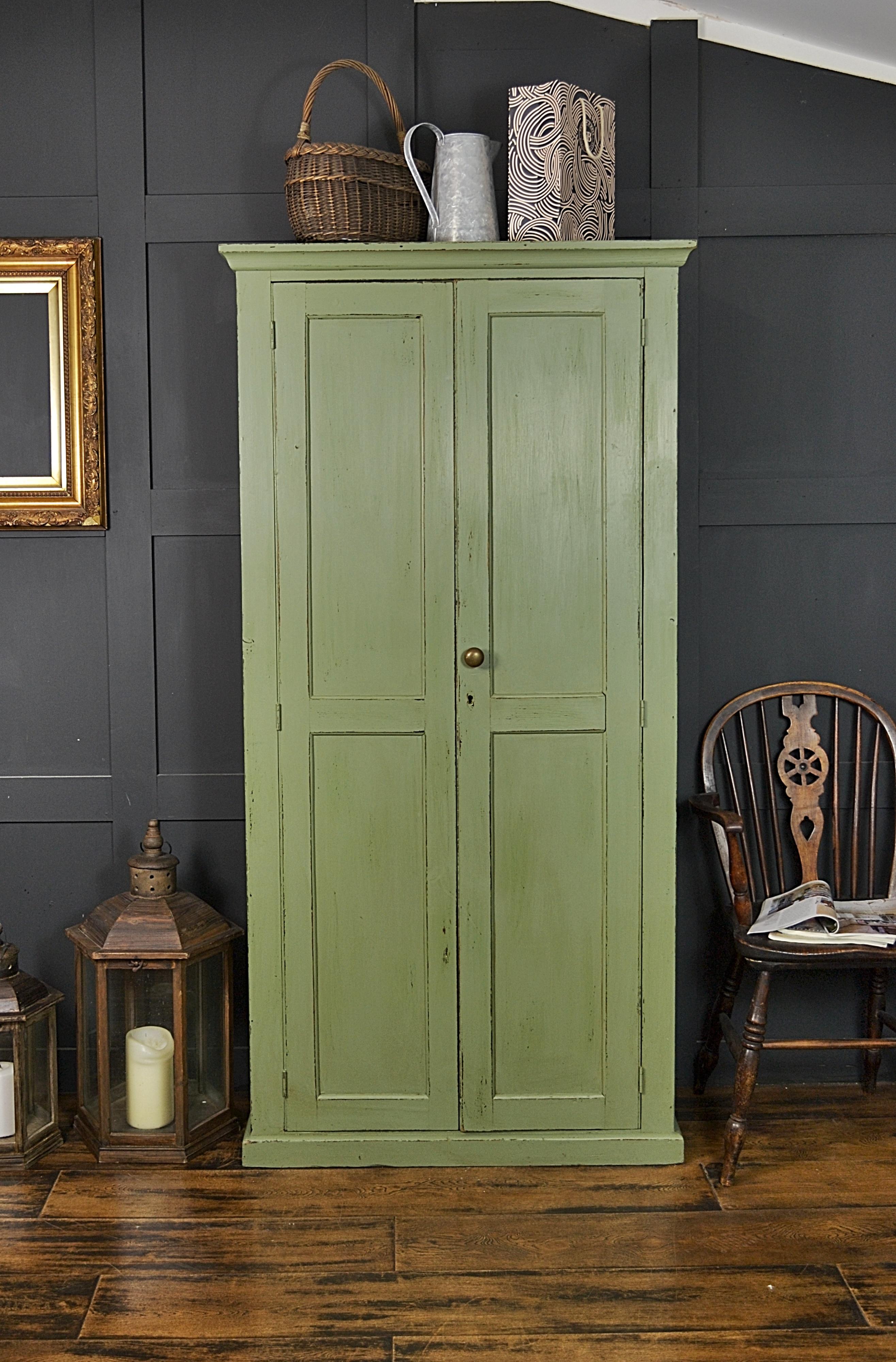 Шкаф в прихожую зеленый