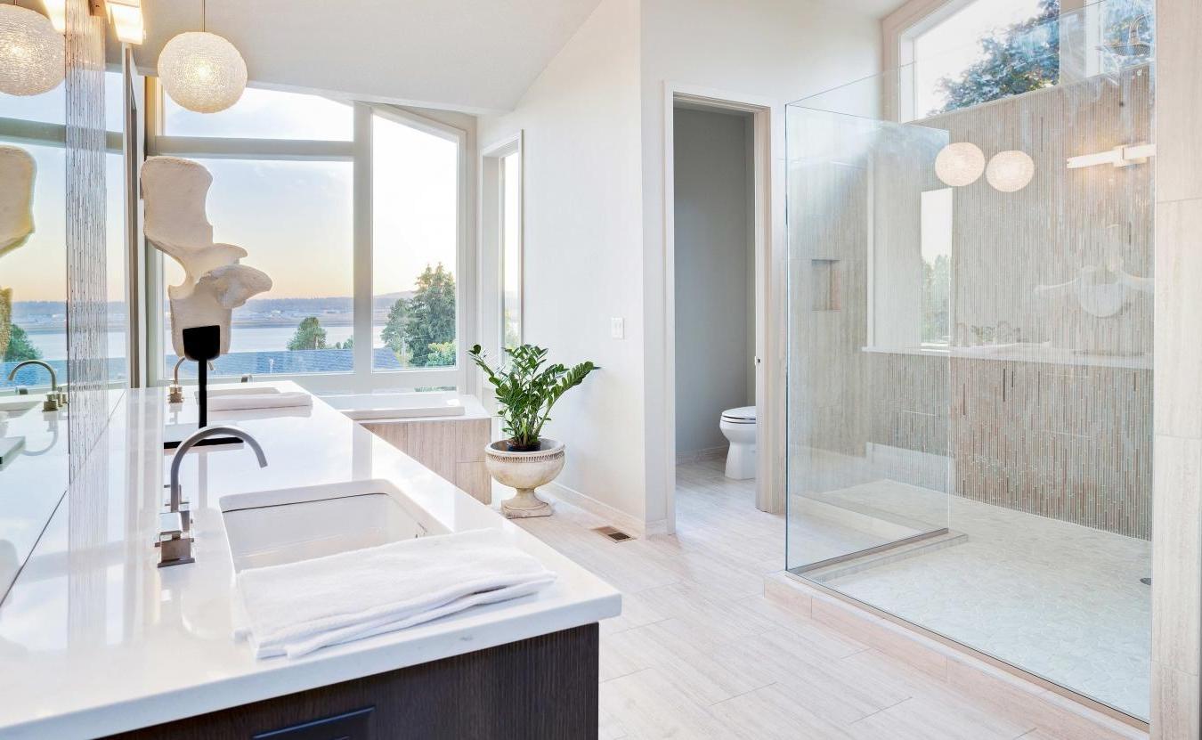 Ванная комната в современном стиле светлая